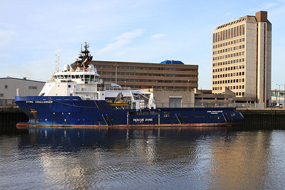 Handling Vessell 'Stril Challenger' berthed in Aberdeen harbour - 17/09/16.