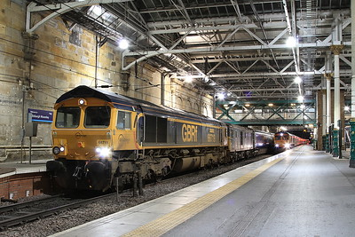 66719 + 73966, Edinburgh Waverley, 1M16 20.44 Inverness-Euston - 22/09/16.
