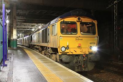 66719 + 73966, Edinburgh Waverley, 1S25 21.16 Euston-Inverness - 22/09/16.