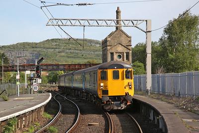 37402 arr Carnforth, on rear of 2C32 05.15 Carlisle-Preston - 17/05/18
