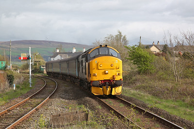 37403 arr Foxfield, 2C47 17.31 Barrow-Carlisle - 27/04/18