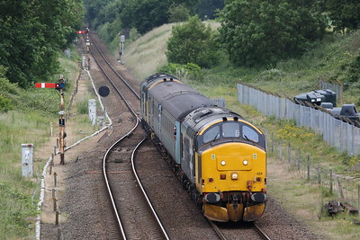 37424 (37407 rear) arr Acle, 2P20 12.36 Norwich-Great Yarmouth - 27/06/19