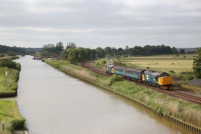 37407 (37424 rear) leaving Haddiscoe, 2J67 07.47 Lowestoft-Norwich - 27/06/19