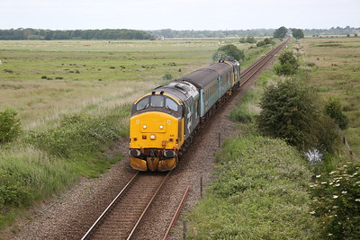 37424 (37407 rear) passing Branch Rd, Halvergate, 2P12 08.36 Norwich-Great Yarmouth - 27/06/19