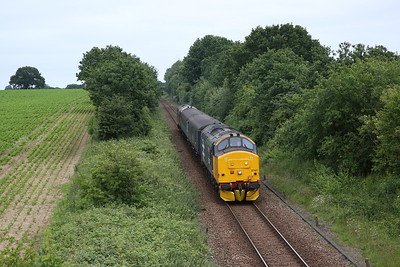 37407 (37424 front) passing Cuckoo Lane, Brundall, 2P21 13.17 Great Yarmouth-Norwich - 27/06/19