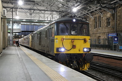 73969, Edinburgh Waverley, joining up 1B01 19.50 Portion ex Fort William & 1B16 21.43 Portion ex Aberdeen - 18/01/19