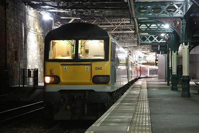 92044, Edinburgh Waverley, 1M16 21.43 Aberdeen-Euston (waiting for the Fort William / Inverness portions to join up) - 18/01/19