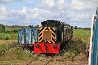 D2325 poised to work the next passenger shuttle - 27/08/11.
