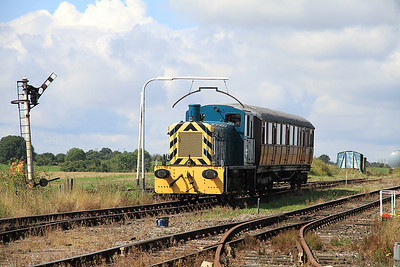 03081 heads into the platform at Mangapps to work on the shuttles - 27/08/11.
