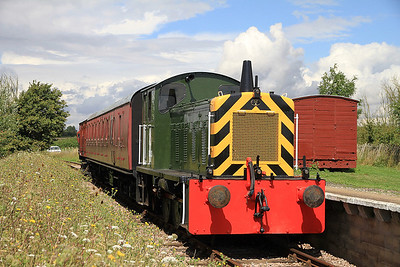 """D2325 pauses at """"Old Heath"""" on a passenger shuttle - 27/08/11."""