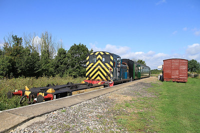 """03399 pauses at """"Old Heath"""" on a passenger shuttle - 27/08/11."""