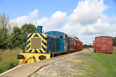 "03081 pauses at ""Old Heath"" on a passenger shuttle - 27/08/11."