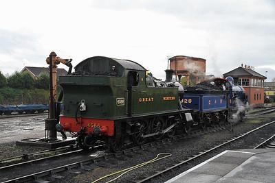 4566 / 828 arrive light engine at Kidderminster - 30/10/11.