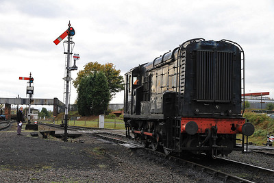 12099 runs out of Kidderminster station after shunting ECS - 30/10/11.