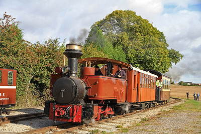 'Saccharin' (JF 13355/1914, ex South Africa) at Oak Tree Halt on a passenger train Ex Statfold - 17/09/11.