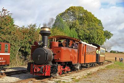 'Saccharin' (JF 13355/1914, ex South Africa) at Oak Tree Halt on a passenger train Ex Statfold - 17/09/11.