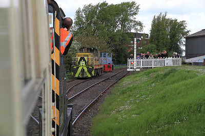 D2853 arrives back at 'Frodingham' as Hunslet 74 waits to do the next trip - 13/05/12.
