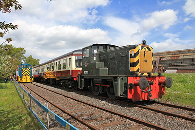 D2853 waits to depart 'Frodingham' with the 12.00 Circular tour - 13/05/12.