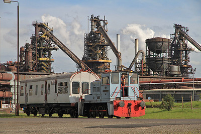 YE 2661/1958 'Arnold Machin' shunting a coach beside the AFRPS shed - 13/05/12.