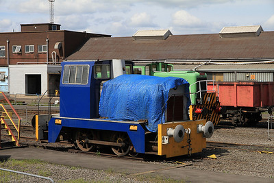 HC D1344/1965 sits outside the AFRPS shed - 13/05/12.