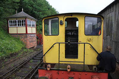 D2867 giving Brake Van rides, approaching Shackerstone S.B. - 16/06/12.