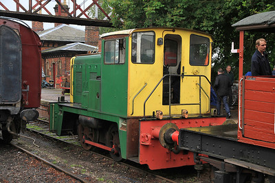 D2867 at Shackerstone about to give another BV ride - 16/06/12.