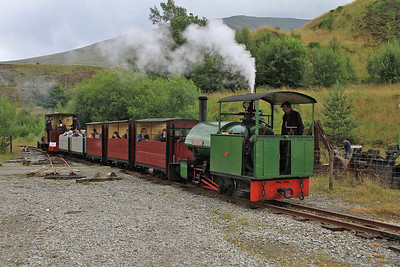 WB 2135/1925 'Sir Tom' arrives at 'Bottom Quarry Station', with a passenger service from 'Middle Level Station' (HC 1056/1914 'Lautoka Sugar Mill No.19' on rear) - 28/07/13.