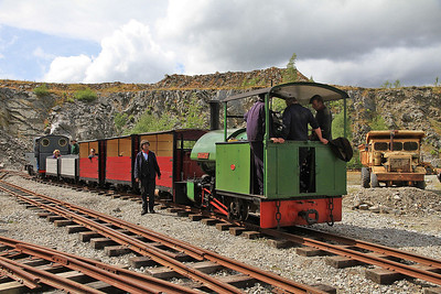WB 2135/1925 'Sir Tom' & KS 2405/1915 'Joffre' at 'Middle Level Station' with a passenger service - 28/07/13.
