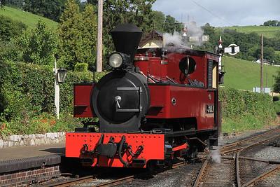 W&L No.12 'Joan' (KS 4404/1927), Llanfair Caereinion, running round  - 31/08/13.
