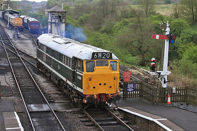 D5600 (31179 / 31435) running off to the yard at Embsay  - 04/05/14.