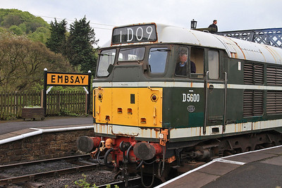 D5600 (31179 / 31435) at Embsay after arrival from Bow Bridge  - 04/05/14.