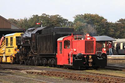 ex-DB Köf 323674 & USA 'S160' 6046 on shed at Wansford - 28/09/14.