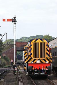 08899, Wansford, backing onto 2E45 09.40 to Yarwell Jctn. - 28/09/14.