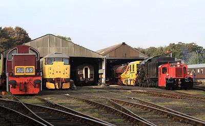 D9523, 31108, ex-DB Köf 323674 & USA 'S160' 6046 on shed at Wansford - 28/09/14.