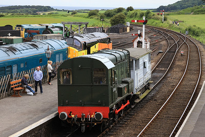 D3940 (08772) brings the BV into Weybourne station for some shuttle action - 14/06/14.