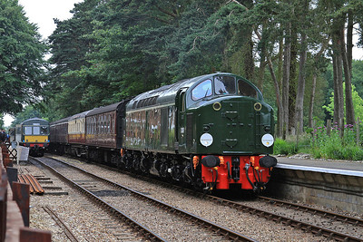 D306 (40106), Holt, 2M02 08.30 ex Sheringham - 14/06/14.