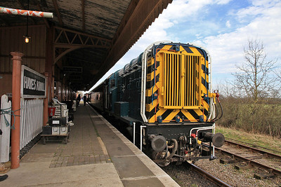 D3668 (09004), Hayes Knoll, 11.36 to Taw Valley Halt - 15/03/14.