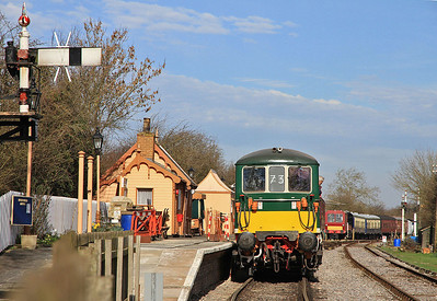 E6003 (73003) at Blunsdon with the stock for the first service - 15/03/14.