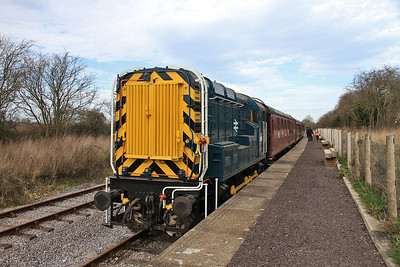 D3668 (09004), Taw Valley Halt, 11.36 ex Hayes Knoll - 15/03/14.