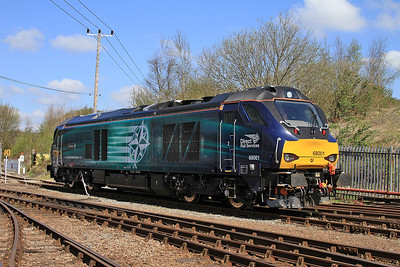 68001 heads towards 'Roundhouse Halt' to take its turn on the shuttles - 18/04/15.