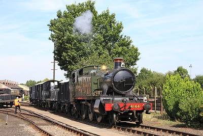 4144 shunting freight wagons - 22/08/15.