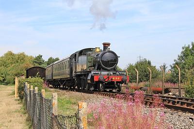 4144 heading into 'Hynsham' platform to start working passenger shuttles - 22/08/15.