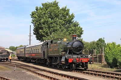 4144 bringing 2 coaches out of the sidings so it can start to work some passenger shuttles - 22/08/15.