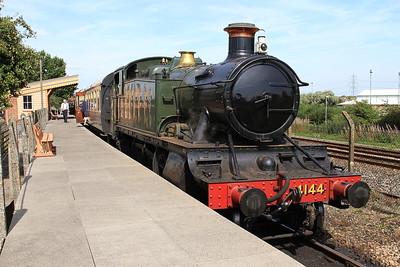 4144, 'Hynsham' platform, about to start working passenger shuttles - 22/08/15.