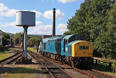 40145 running round at Rawtenstall - 27/09/15.