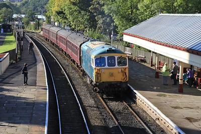 33109 arr Ramsbottom, 2E31 09.32 ex Bury - 27/09/15.