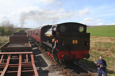 Arriving at Stoneacre Loop and passing '69' (RSHN 7086/1943) on the 13.30 Embsay-Bolton Abbey - 04/05/15.
