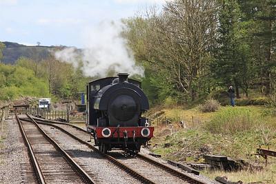 47 'Moorbarrow' (RSHN 7849/1955) running round at Bolton Abbey - 04/05/15.
