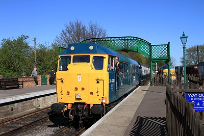 31438 arr North Weald, 2E11 15.30 Ongar-Epping Forest - 18/04/15.