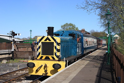 03119 dep North Weald, 2E09 15.35 to Epping Forest - 18/04/15.